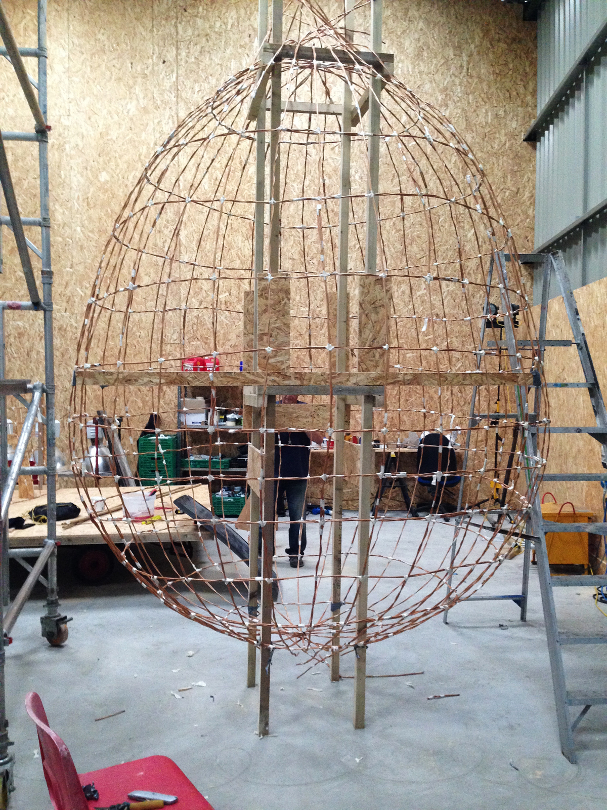 Skeleton of the egg built in willow.